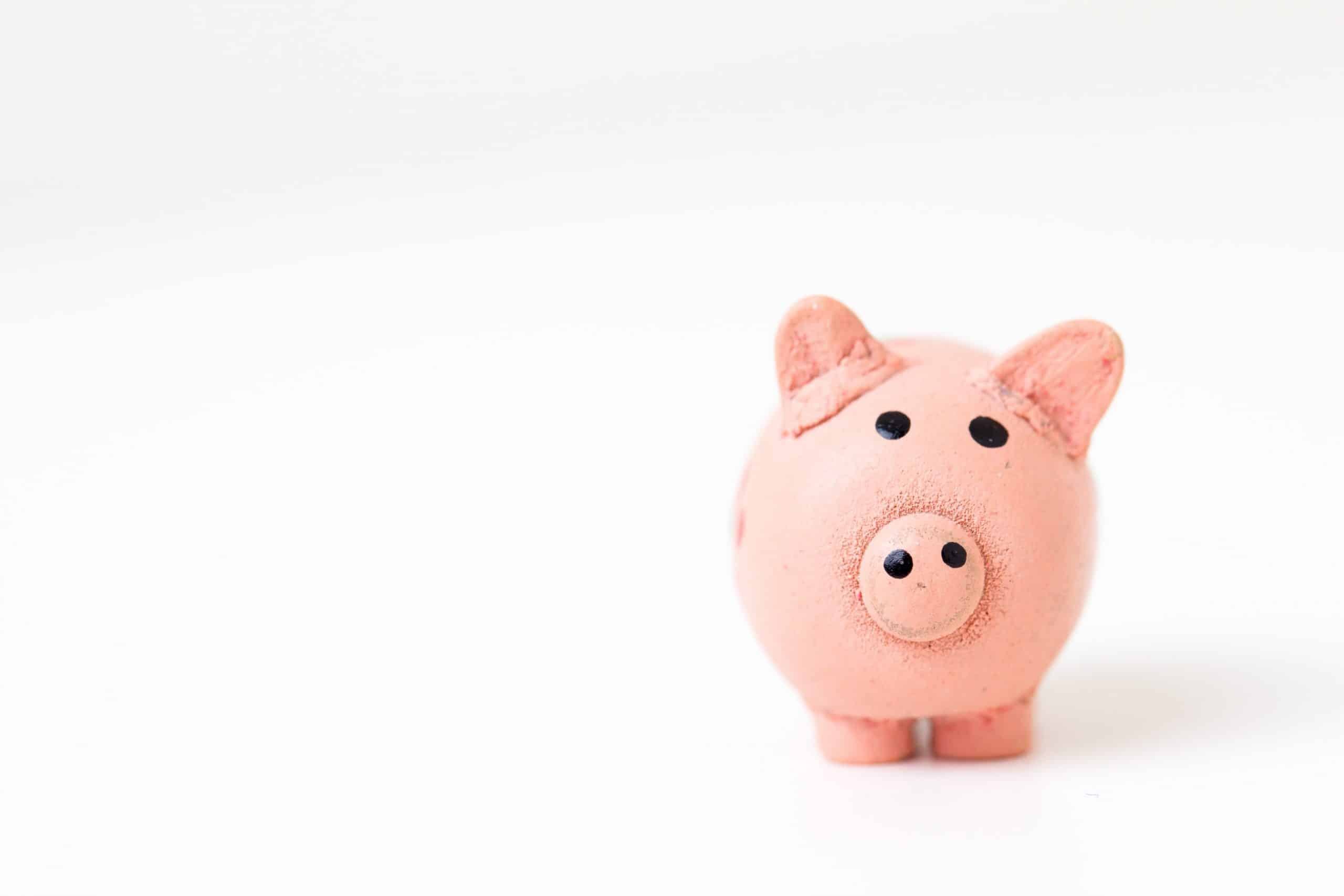 Piggy bank looking concerned about hidden fees on HSAs in Canada